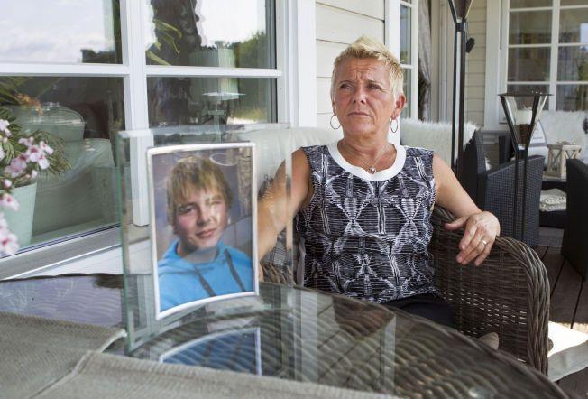 MISTET SØNNEN: Siv Rønning (47) mistet sønnen Ole Kristian Rønning Tveit i en båtulykke for fire år siden.