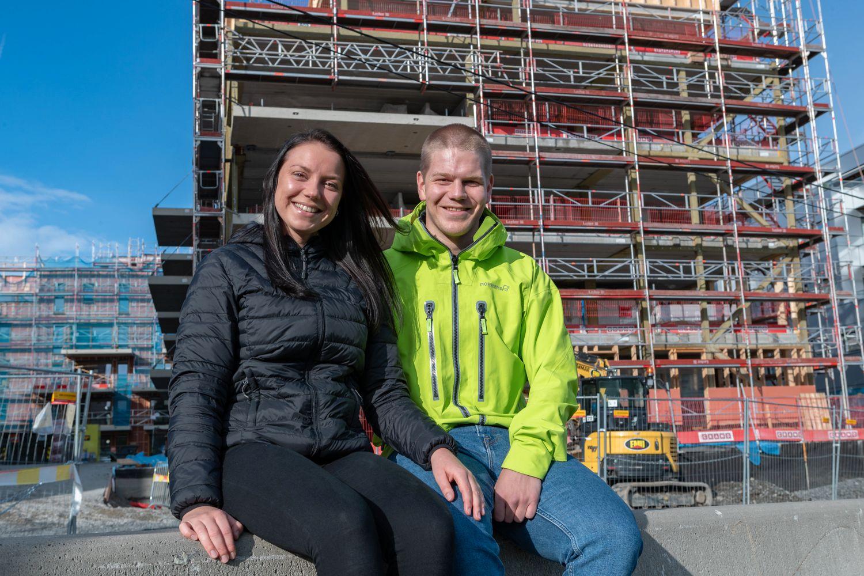 NYTT OG LYST: Silje Margrethe Nygård og Anders Risan gleder seg veldig til å flytte inn i splitter ny leilighet i byggetrinn 3. Fra før har besteforeldrene til Anders kjøpt i byggetrinn 1, foreldrene i trinn 2.