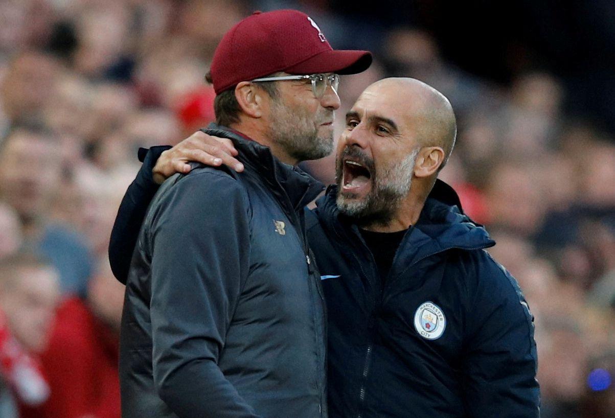 TOPPDUELLEN: Pep Guardiola (t.h.) og Manchester City tåler ikke et tap mot Liverpool i kveld – da er avstanden på ti poeng. Her takker han Jürgen Klopp for kampen etter 0–0 på Anfield i oktober.