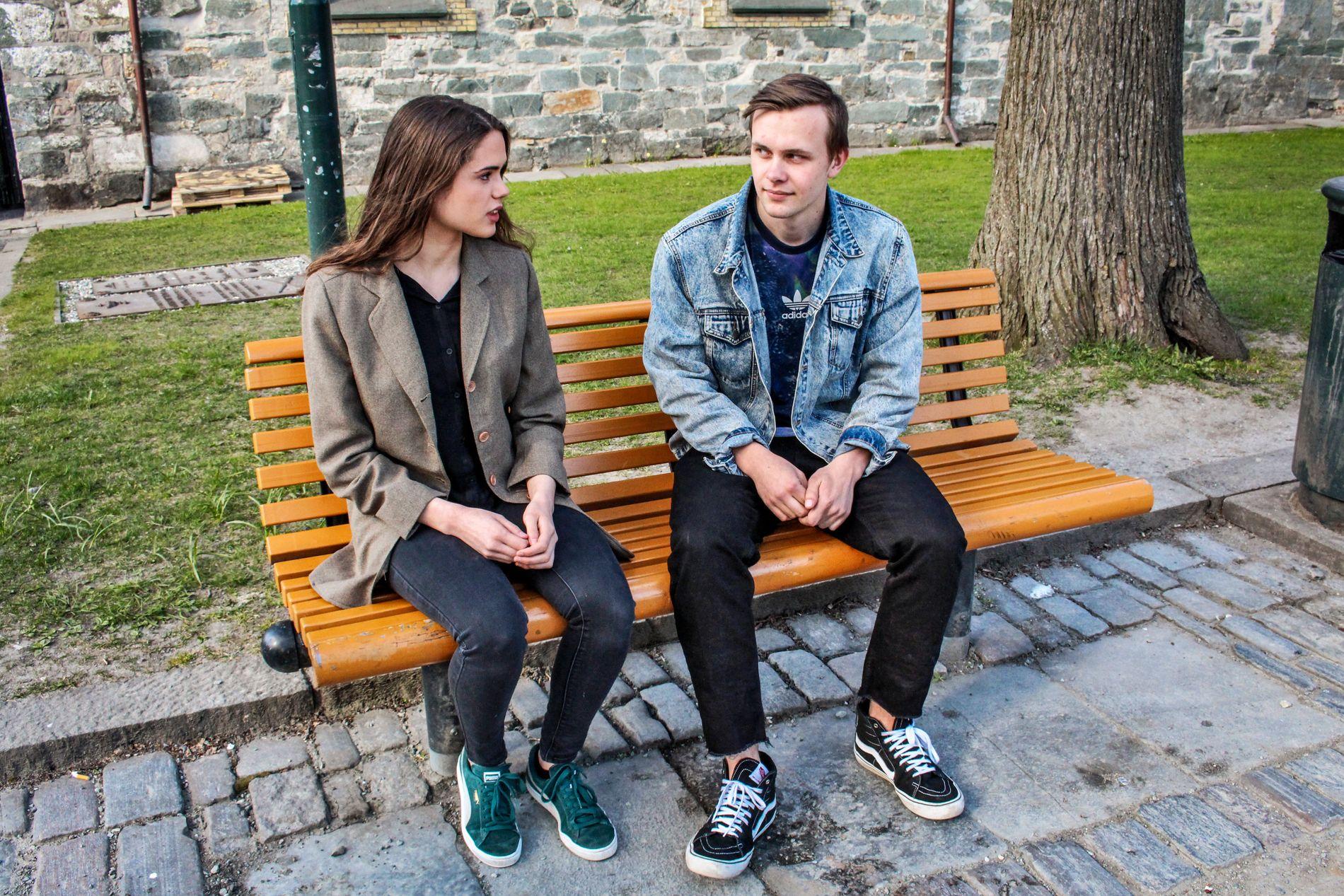 POSITIV TIL ÅPENHET: Maria Glørstad og Erik Holden i Elevorganisasjonen i Sør-Trøndelag forteller at mange snakker om serien «13 reasons why» på skolen. FOTO: HILDE KRISTINE MISJE, VG