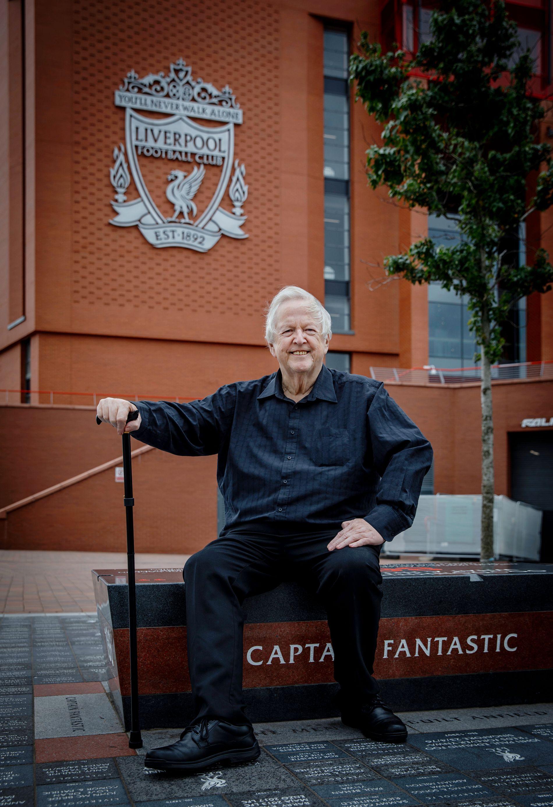 STOLT: Stokken må være med når George Sephton tar seg rundt Anfield og området rundt.