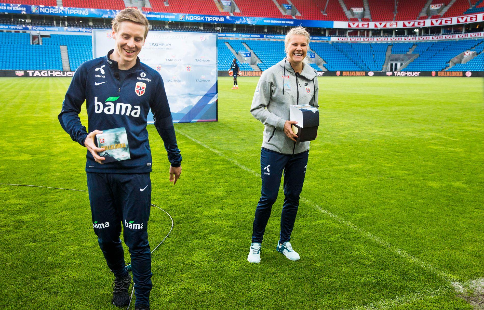 GULLKLOKKE-KOLLEGER: Stefan Johansen og Ada Hegerberg fikk hver sin gullklokke på Ullevaal mandag kveld.