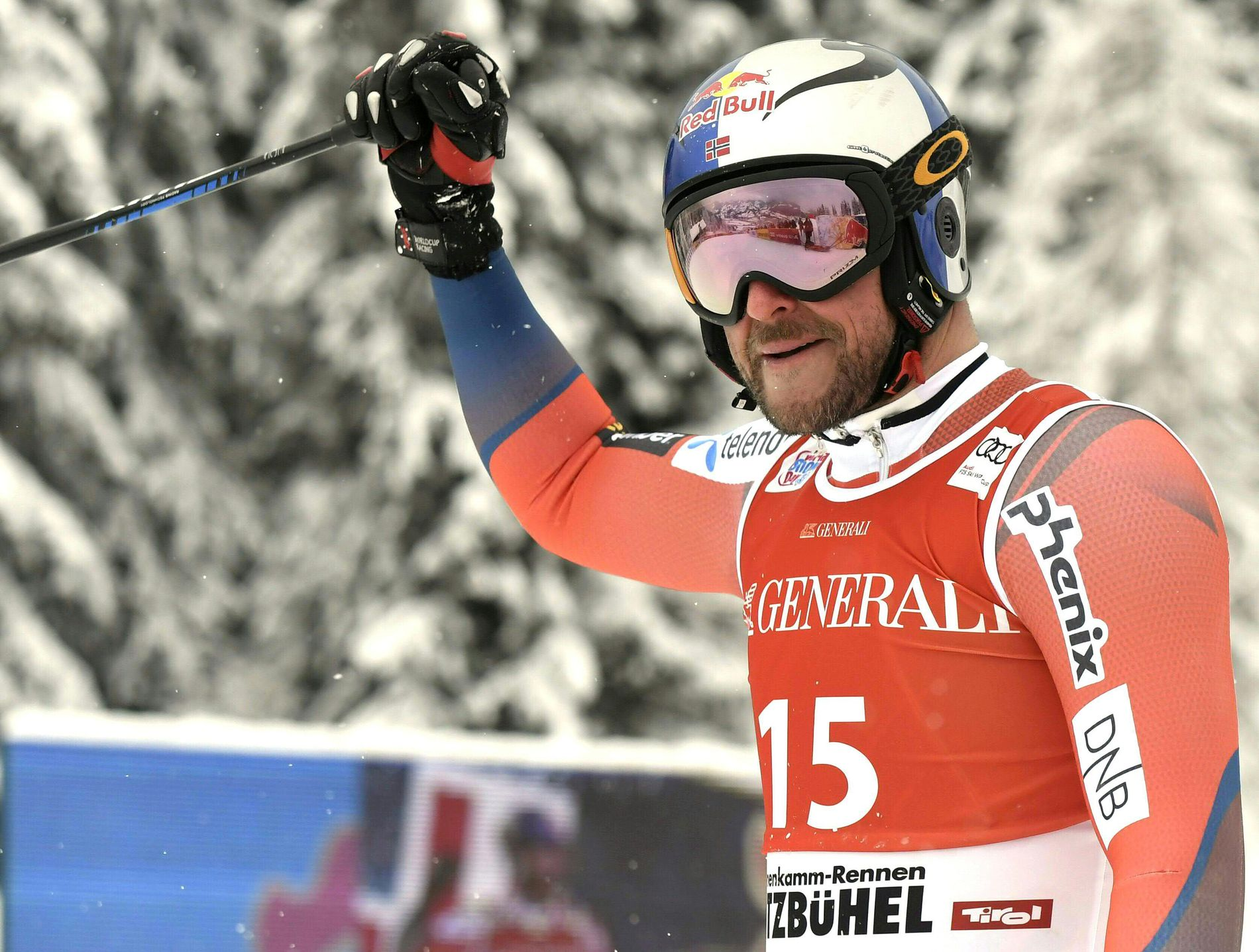 MÅ FJERNES: Aksel Lund Svindal kan ikke lenger bruke Red Bull-logoen på hjelmen. Fra nå blir det skiforbundets hovedsponsor Telenor som gjelder.