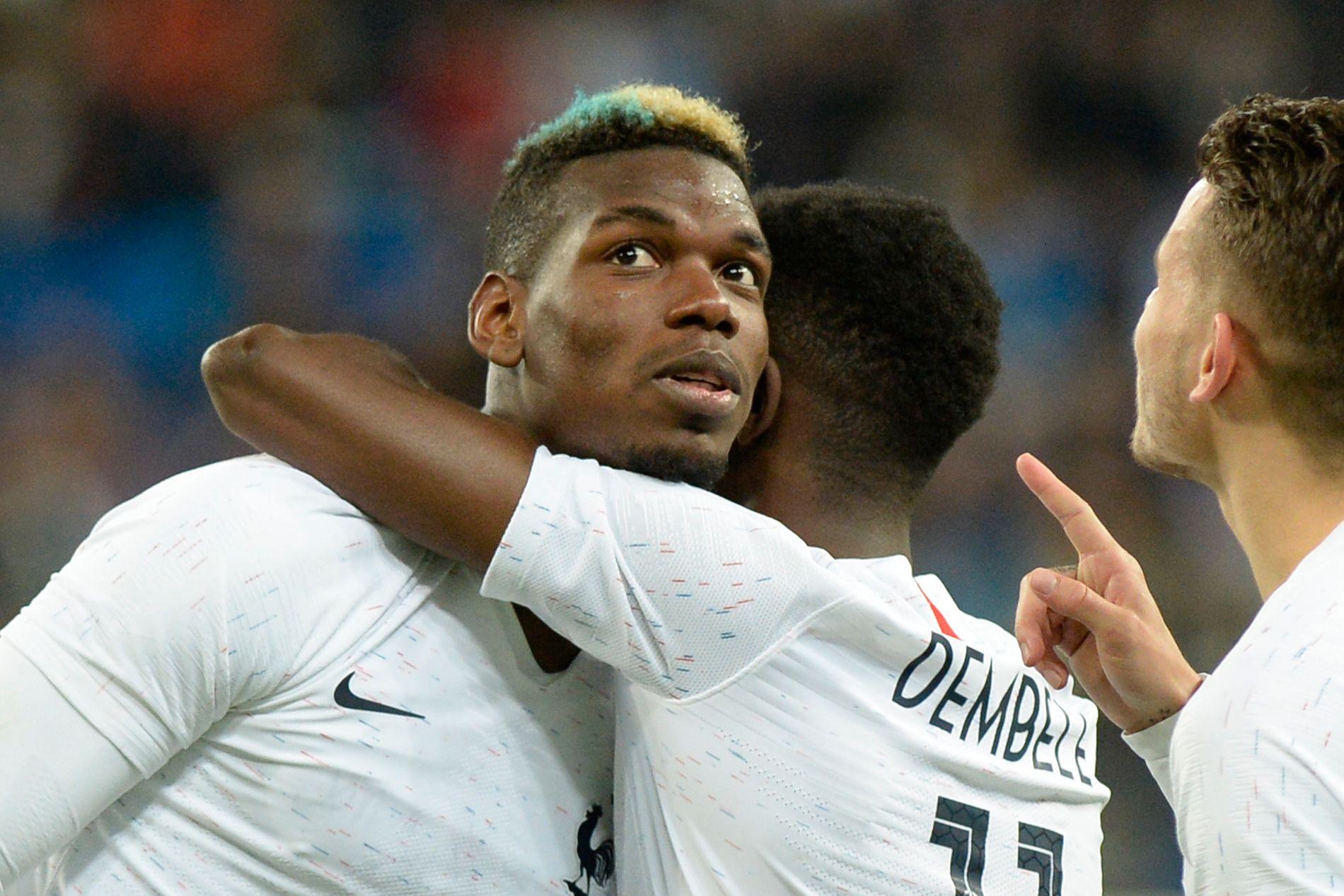 HETSET: Frankrikes Paul Pogba feirer sammen med Ousmane Dembélé etter å ha scoret borte mot Russland i en treningskamp torsdag.