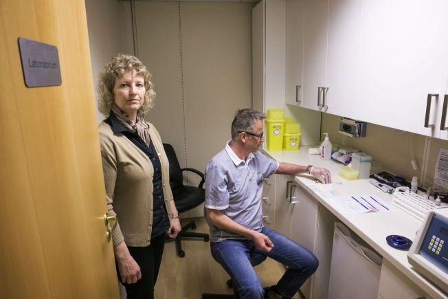 TJENER PENGER PÅ KOSTTILSKUDD: BioTek, laboratoriet bak en av Norges største matintoleranse-tester, selger både kosttilskudd og tar testene. Her er personene bak BioTek Norge, heilpraktiker Linda Rahbek og homeopat Jan Bjerke.