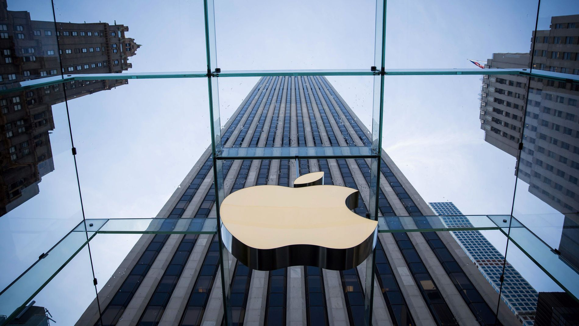KJØPER TILBAKE: Apple er blant de amerikanske selskapene som har brukt milliarder på å kjøpe tilbake egne aksjer de siste årene. Det er et tegn på at de enorme kontantbeholdningene ikke har naturlige investeringsmuligheter, mener Nordnet-analytikere