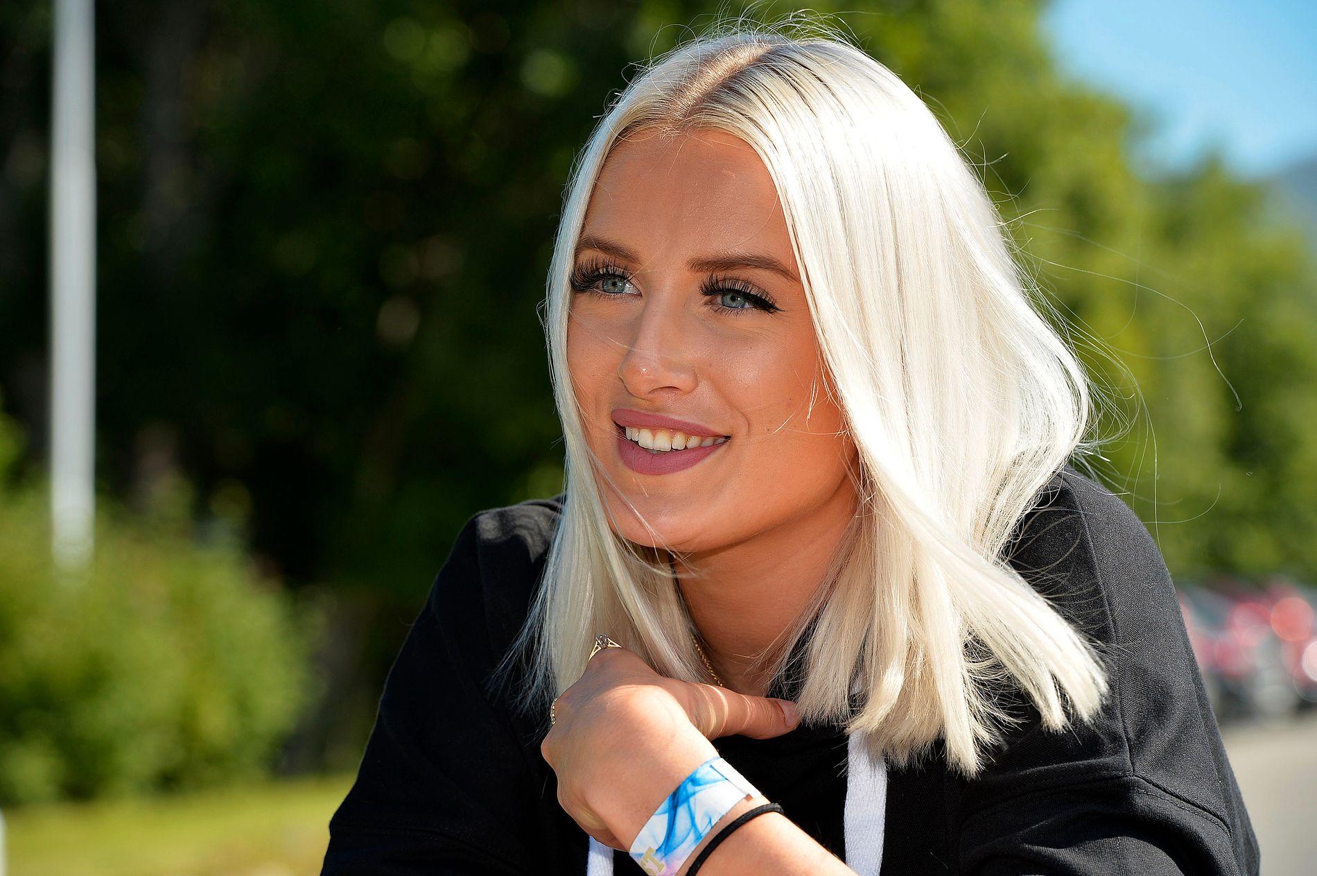 FLYTTER TIL OSLO: Emilie Adams satser for fullt på musikken. Onsdag opptrer hun på VG-lista i Leknes.