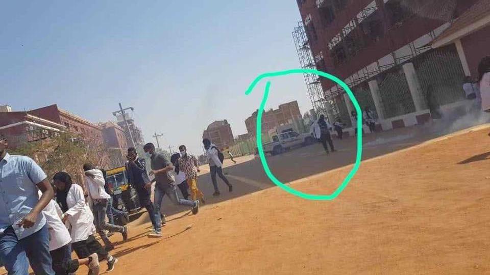FØR PÅGRIPELSEN: Bilder sendt til VG av familien, skal vise sekundene før sudanske sikkerhetsmyndigheter tok Mahjoob.