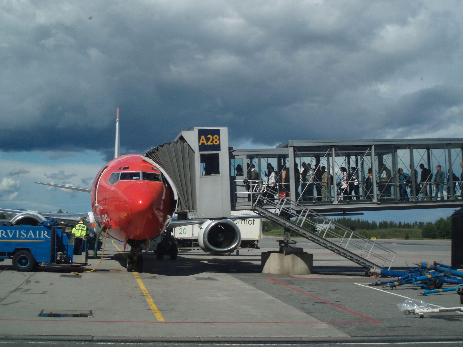 SKAM? – Nordmenn tilhører altså den globale flyeliten. Flyreisene våre er en av de mest ekstravagante eksemplene på at verdens rikeste sløser på bekostning av verdens fattige. Derfor trenger vi flyskam, mener kronikkforfatteren.