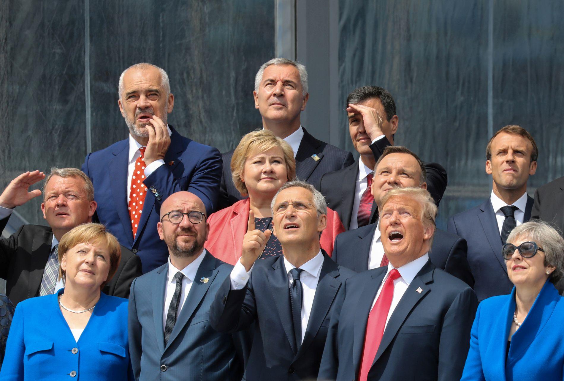 LEDET MØTET: Jens Stoltenberg sammen med Donald Trump og andre statsledere under NATO-toppmøtet.