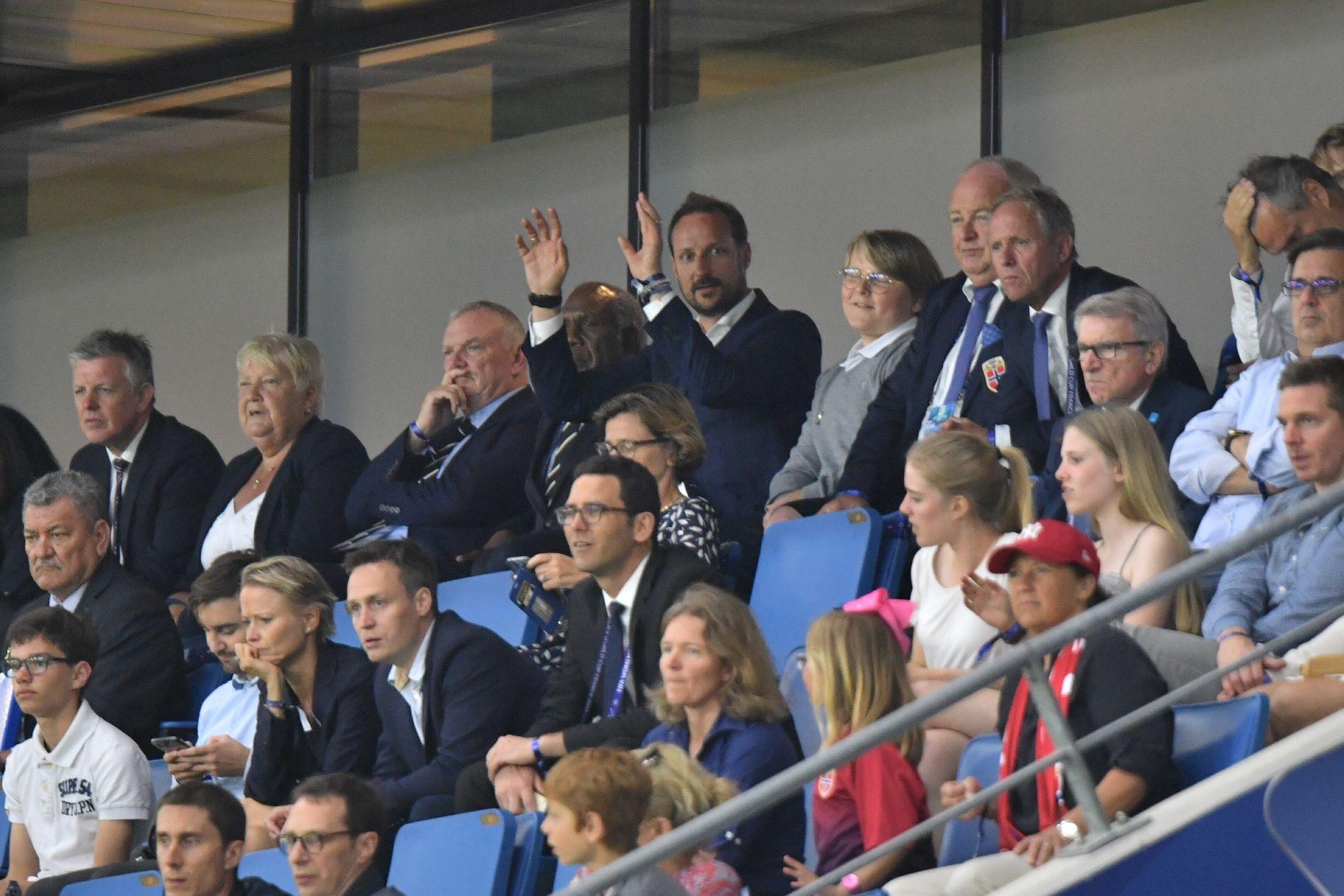 INGEN LYKKEBRINGER: Kronprins Haakon var på plass i Le Havre. Uten at det hjalp.