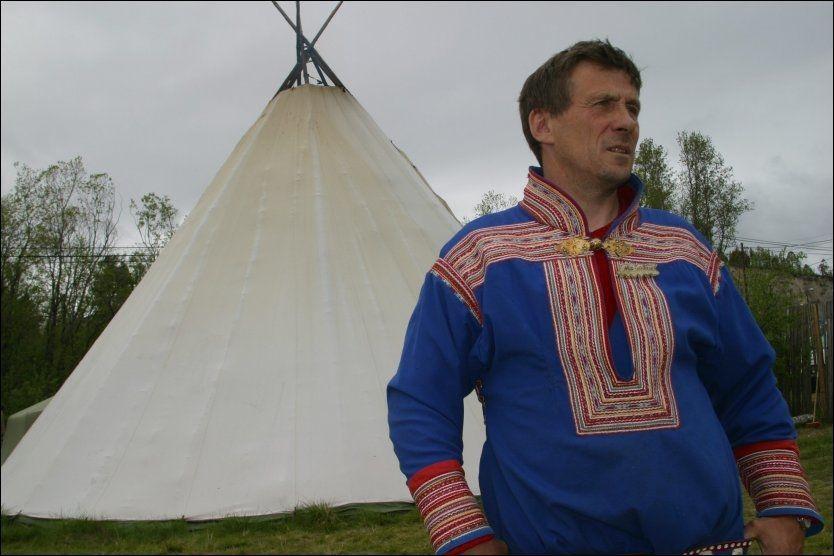 KREVER ERSTATNING:Ifølge Nils Henrik Sara, leder for Norske Reindriftssamers Landsforbund, skal 130 reinsdyr ha blitt dreptav rovdyr i 2010. Foto: Tom Skoglund/ Altaposten