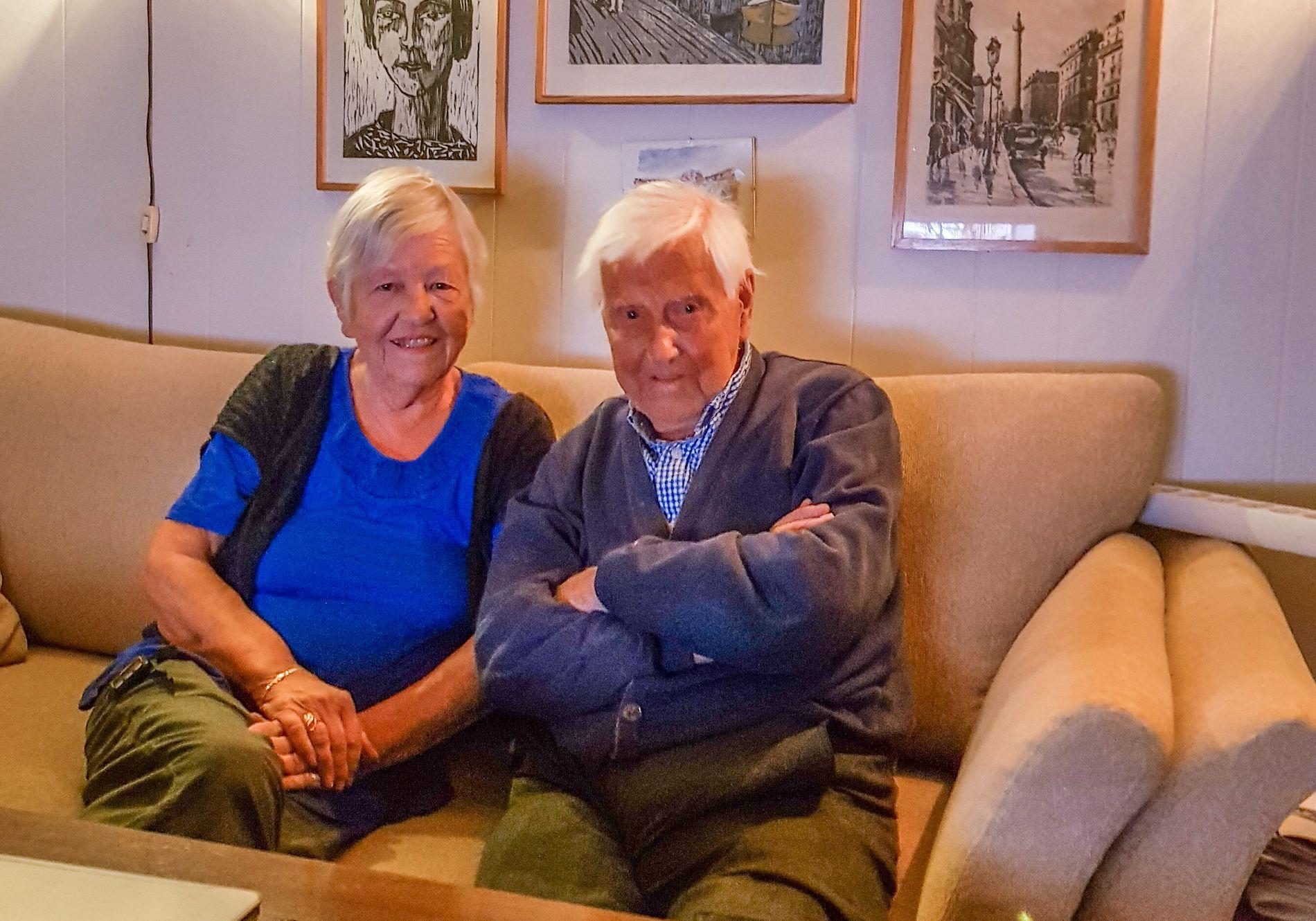 TRYGG: Datter Jorun (69) måtte ut for å hente faren Johan da politiet varslet om at huset hans var et av dem som måtte evakueres i Jordalsveien.