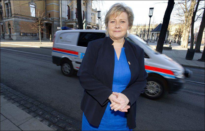 TILLIT: Høyre-leder Erna Solberg mener tilliten til politiet avhenger av god service til publikum. Foto: Espen Braata