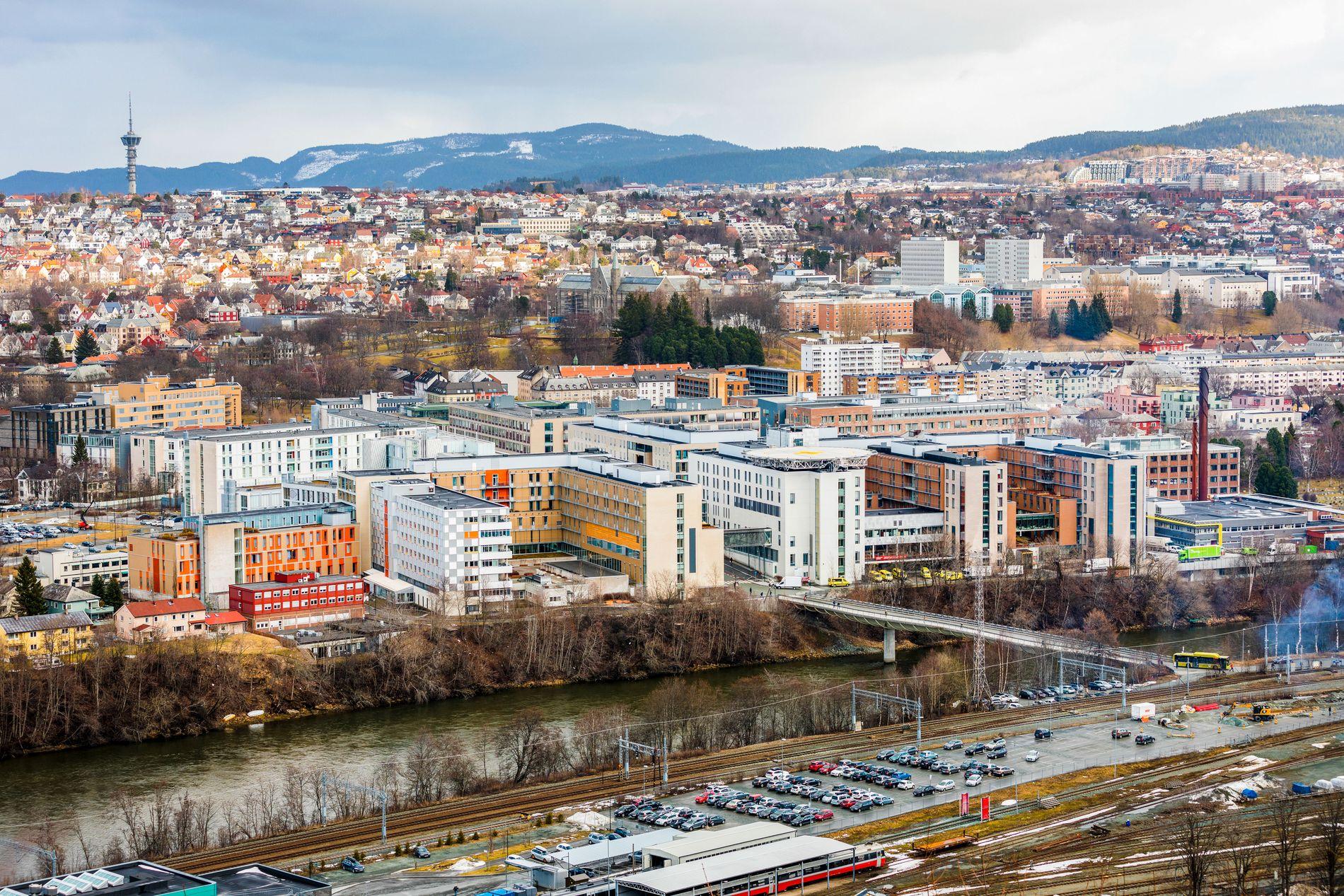 SAVNET EN FOT: Institutt for klinisk og molekylær medisin (IKOM) er samlokalisert med St. Olavs hospital på Øya i Trondheim.