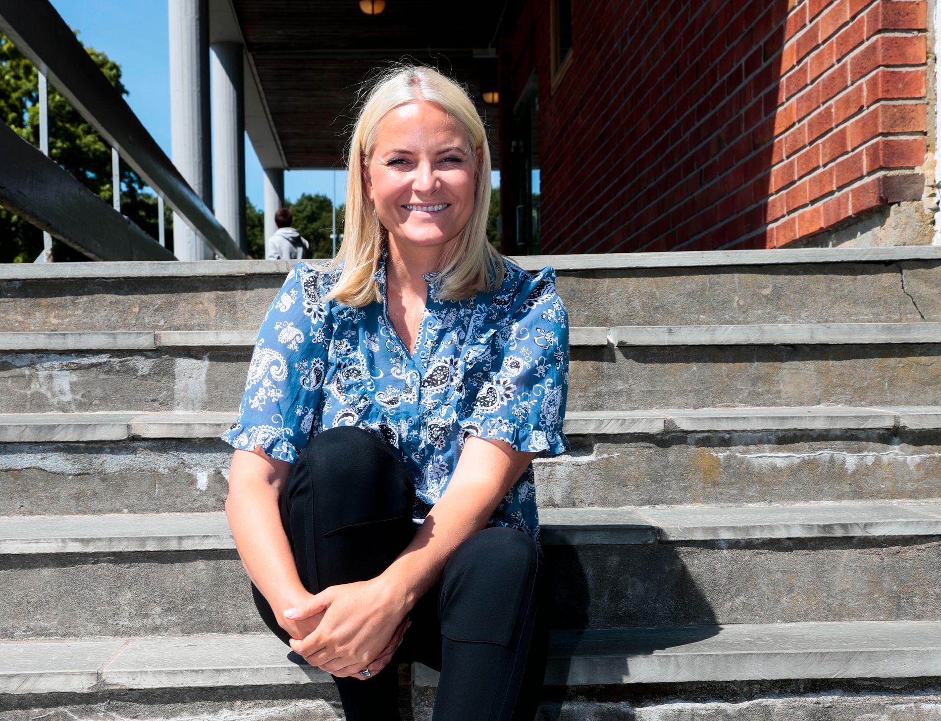 I KRISTIANSAND: Årets litteraturtog startet i Kristiansand, hvor første stopp var Fiskå skole.