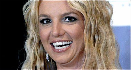 MÅ FORANDRE: Britney Spears går tilbake i studio for å spille inn «If you seek Amy» på nytt. Foto: AP