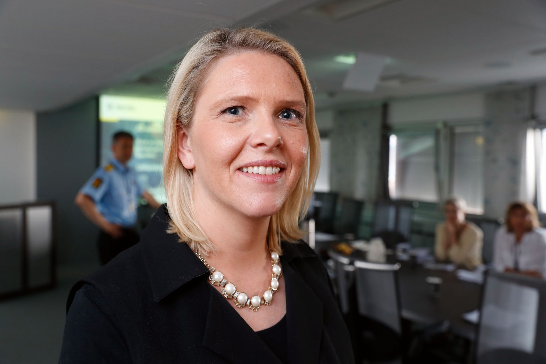 ID-ETTERFORSKNING: Innvandringsminister Sylvi Listhaug var tirsdag på politihuset i Oslo og møtte politifolkene som avslører falske identiteter blant utlendinger i Norge.
