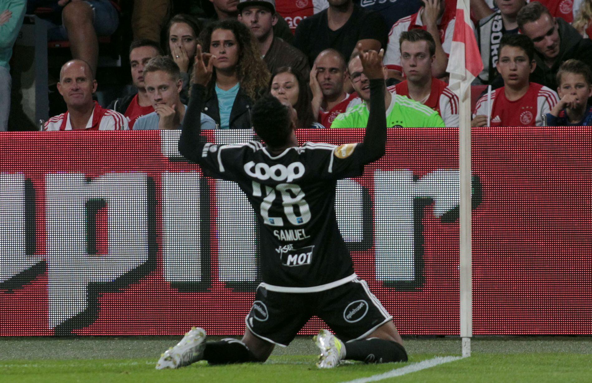 BORTEMÅL: Her feirer Samuel Adegbenro scoringen, som sikrer Rosenborg et strålende utgangspunkt foran returoppgjøret på Lerkendal.