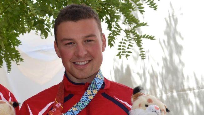 STRÅLTE: Ole-Kristian Bryhn var svært fornøyd etter å ha tatt gull på 300 meter helmatch i VM. Der ble han også konge etter seks medaljer.