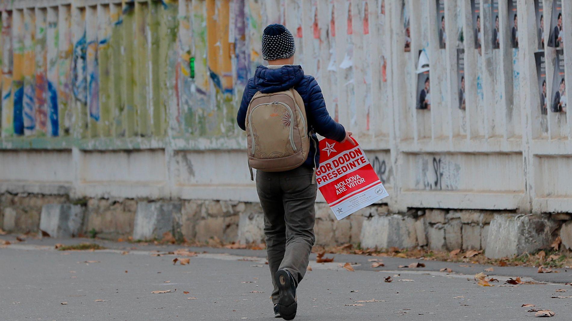 NOE BEDRE ENN I 2010: Europeiske barn har høyest risiko å havne i fattigdom i Øst-Europa, men risikoen er noe lavere enn for seks år siden.
