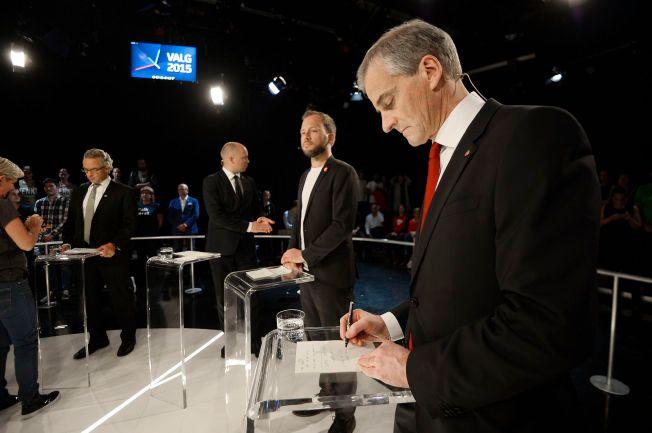 HØY TEMPERATUR: Jonas Gahr Støre (Ap) leverte en godkjent debatt i den tidvis høytempererte debatten, ifølge VGs kommentatorer. Terningkastet han fikk ser du under.