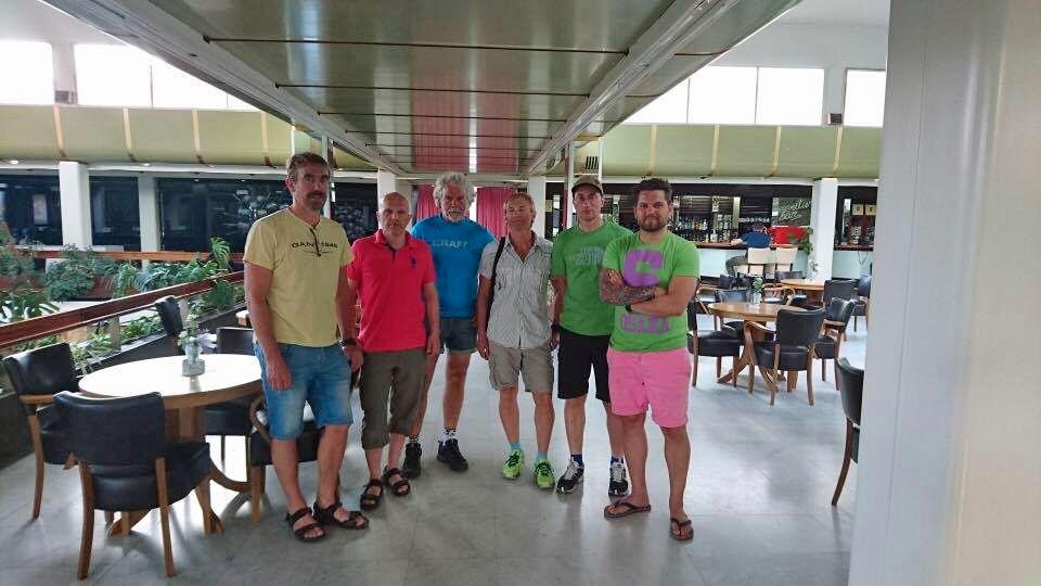 REKKER IKKE HJEM: Fra venstre Terje Lundheim, Tom Nilsen, Jan-Ove Ruud, Anfinn Larsen, Nils Grindvik og Mattias Andersson. De er kolleger i to firmaer som lever alkoholholdige drikkevarer, og de har vært på sykkelferie i Kroatia.