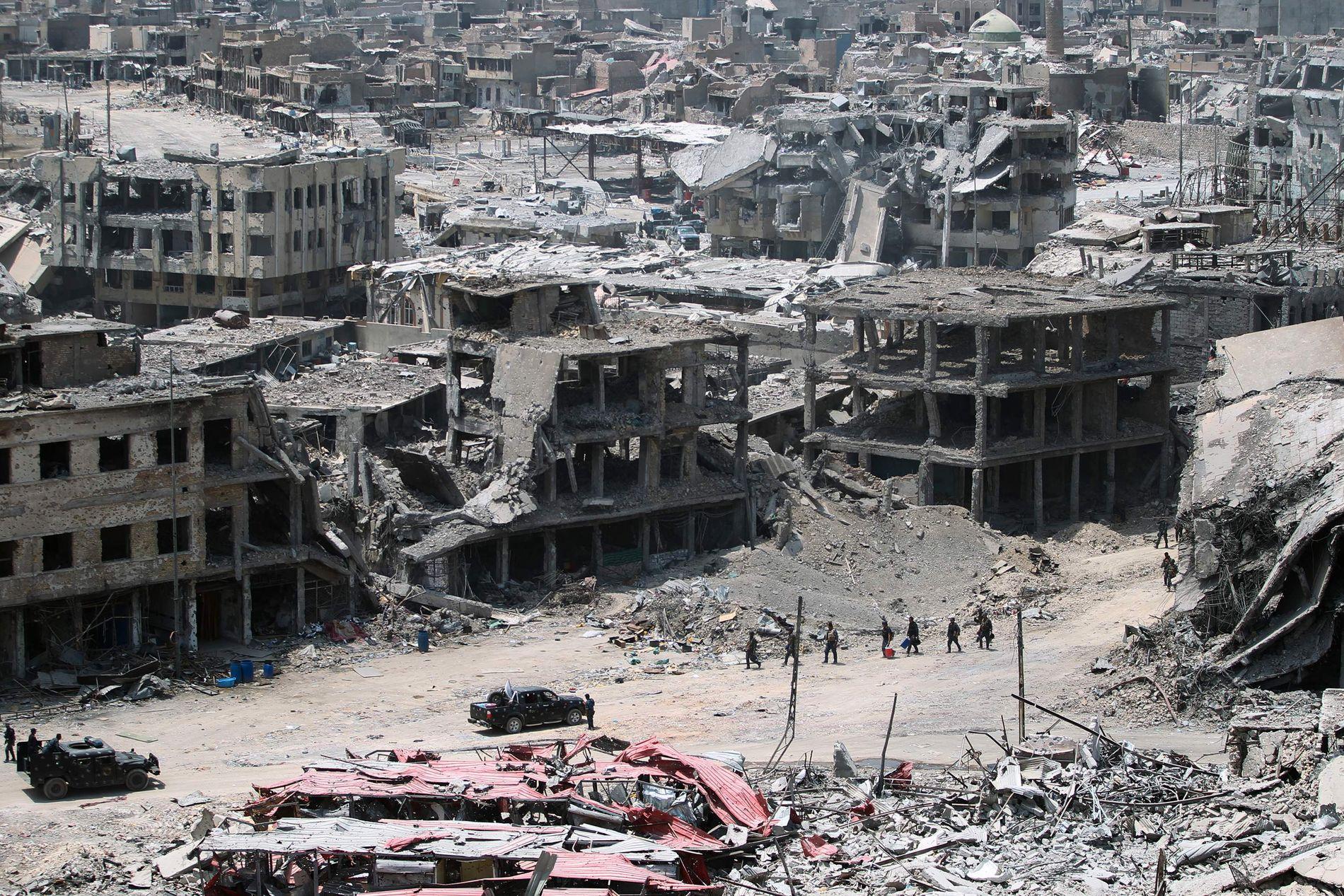 ETTER IS: Dette bildet viser gamlebyen i Mosul etter at terrorgruppen IS ble drevet ut derfra i fjor sommer.