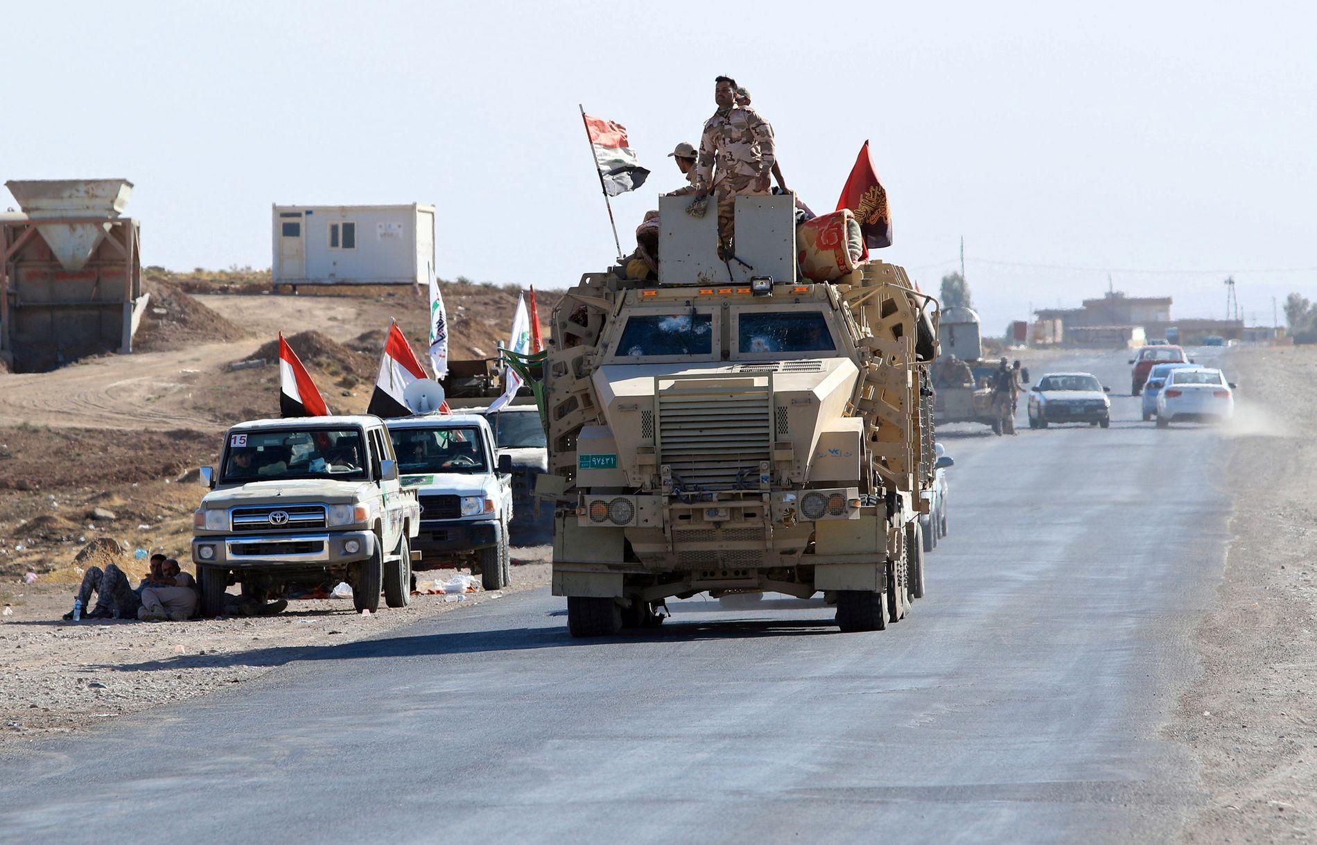 STILLINGSKRIG: I midten av oktober rullet irakiske militærkjøretøy inn i flere omstridte områder i Irak, som her i Zumar i Nineveh-provinsen.