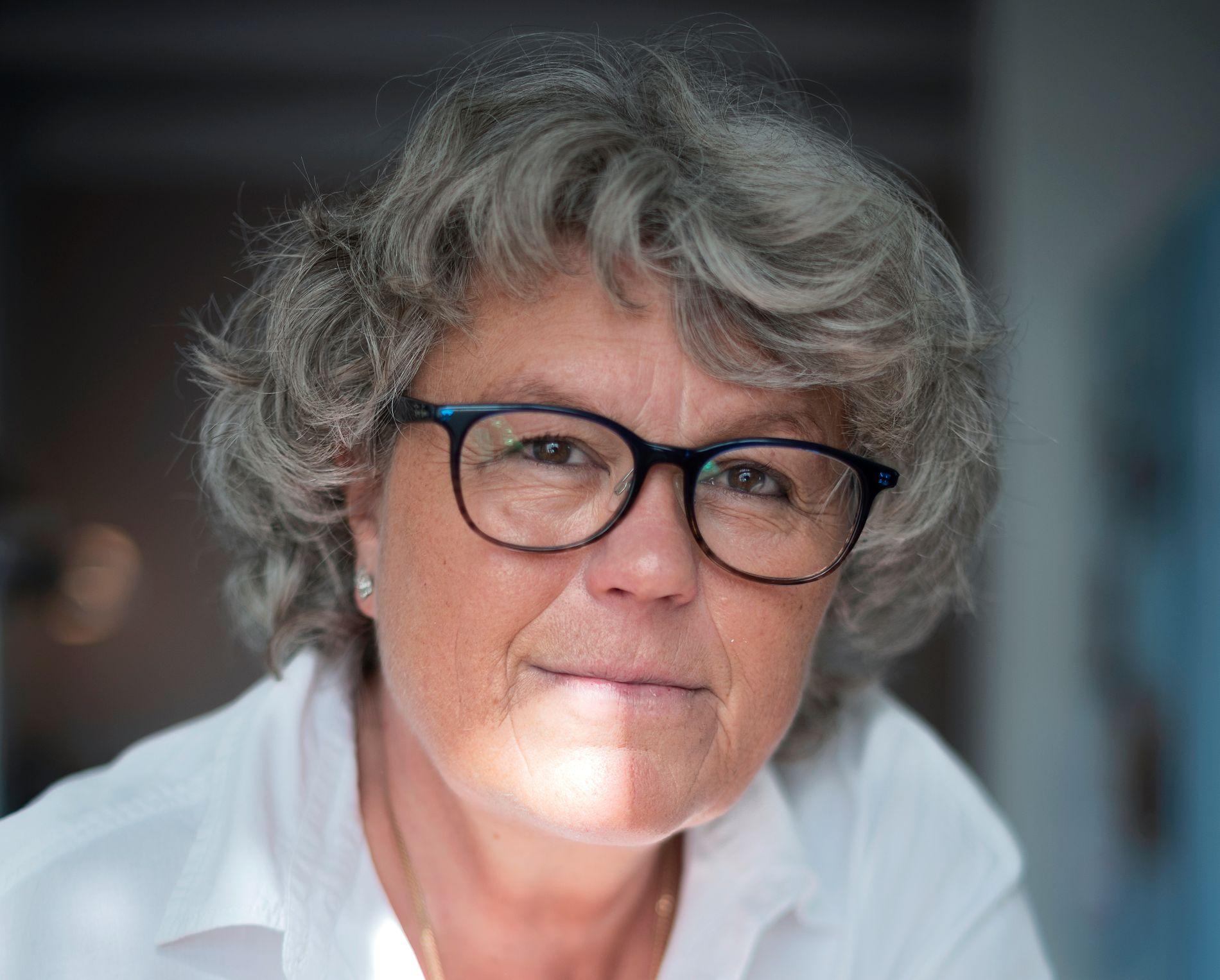 NY HELT: Anne Holt er klar med ny krim, ny helt - på nytt forlag. «En grav for to» er hennes 23. bok og den første i en serie om Selma Falck - en krimhelt man ikke glemmer så lett.