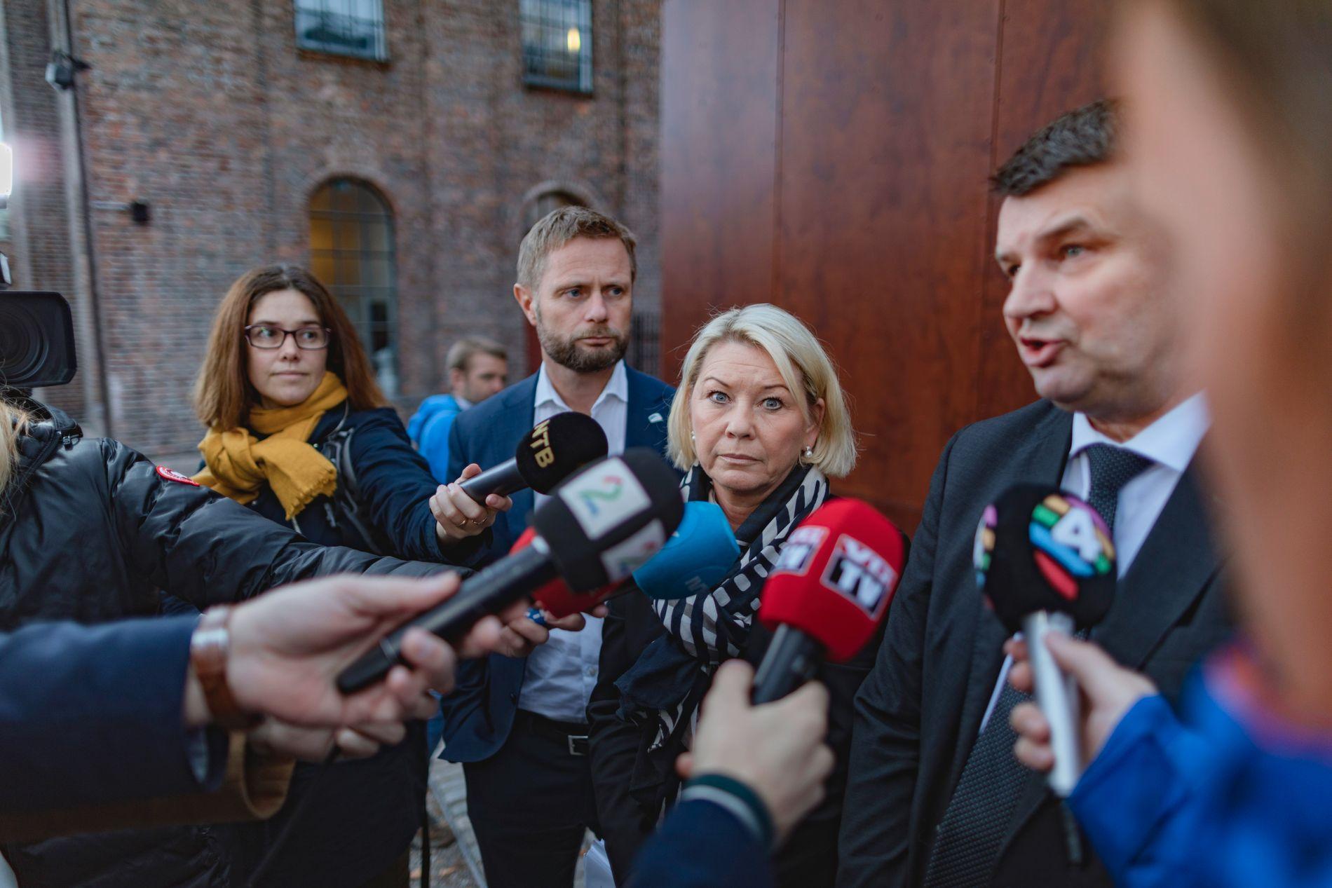 KREVER SVAR: Justisminister Tor Mikkel Wara (t.h.) varslet sammen med kommunalminister Monica Mæland og helseminister Bent Høie, en granskning av Tolga-saken og vergemålsordningen i høst.