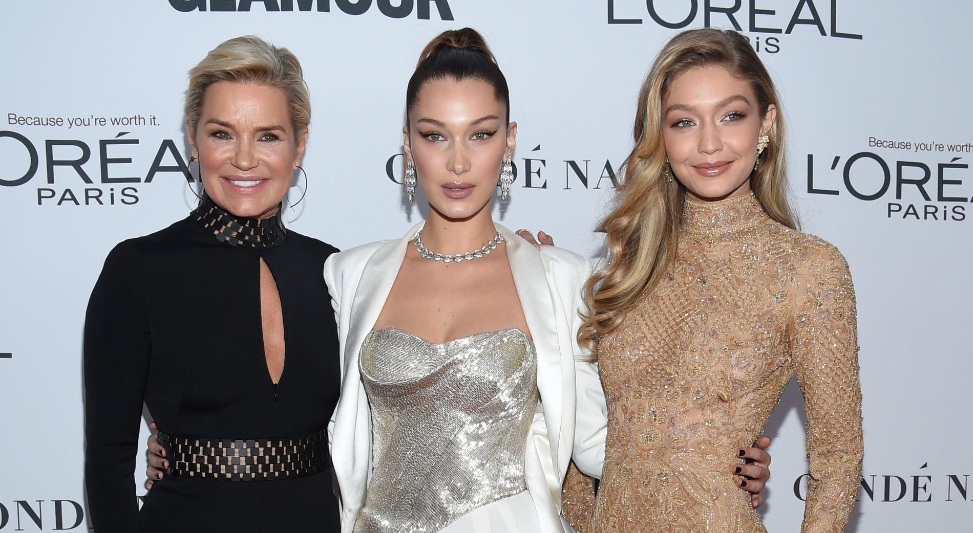 MODELLTRIO: Yolanda Hadid og døtrene Bella og Gigi Hadid på Glamour Women of the Year Awards i New York i 2017.