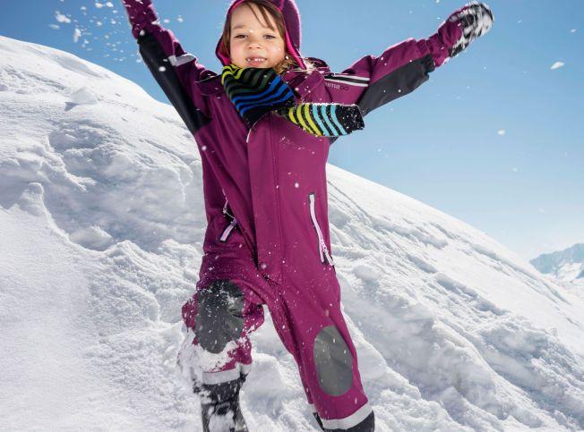 AKTIV: Sydd fast i en lomme, ligger en sensor som måler barnets bevegelser. Det er Reima, en av de største produsentene av yttertøy for barn i Norden, som står bak de nye klærne.