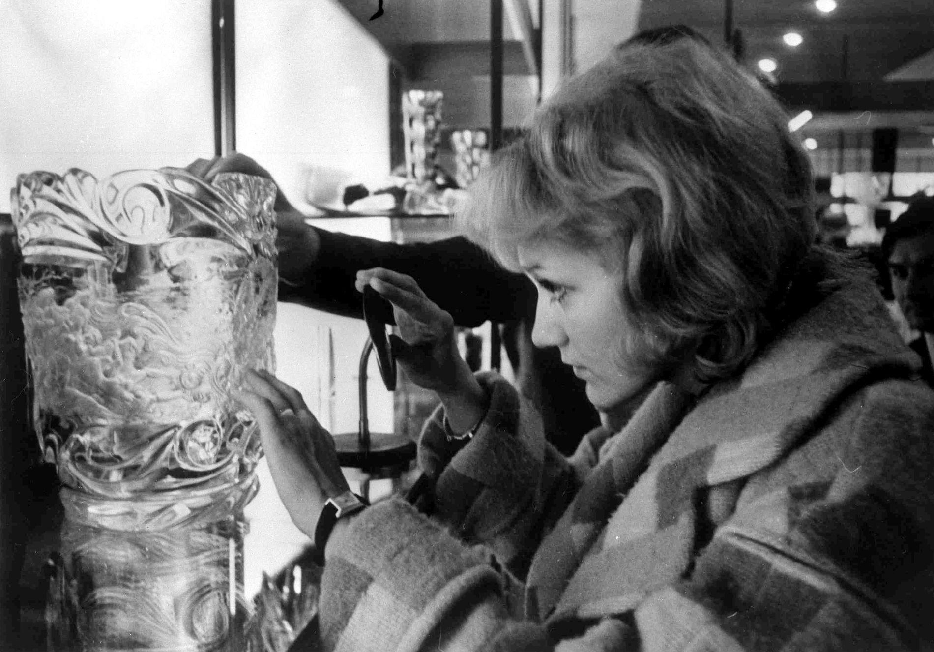 ENESTE OVERLEVENDE: Flyvertinnen Vesna Vulovic var den eneste overlevende i et flykrasj 26. januar 1972. Bildet er tatt i september samme år, ni måneder etter ulykken.
