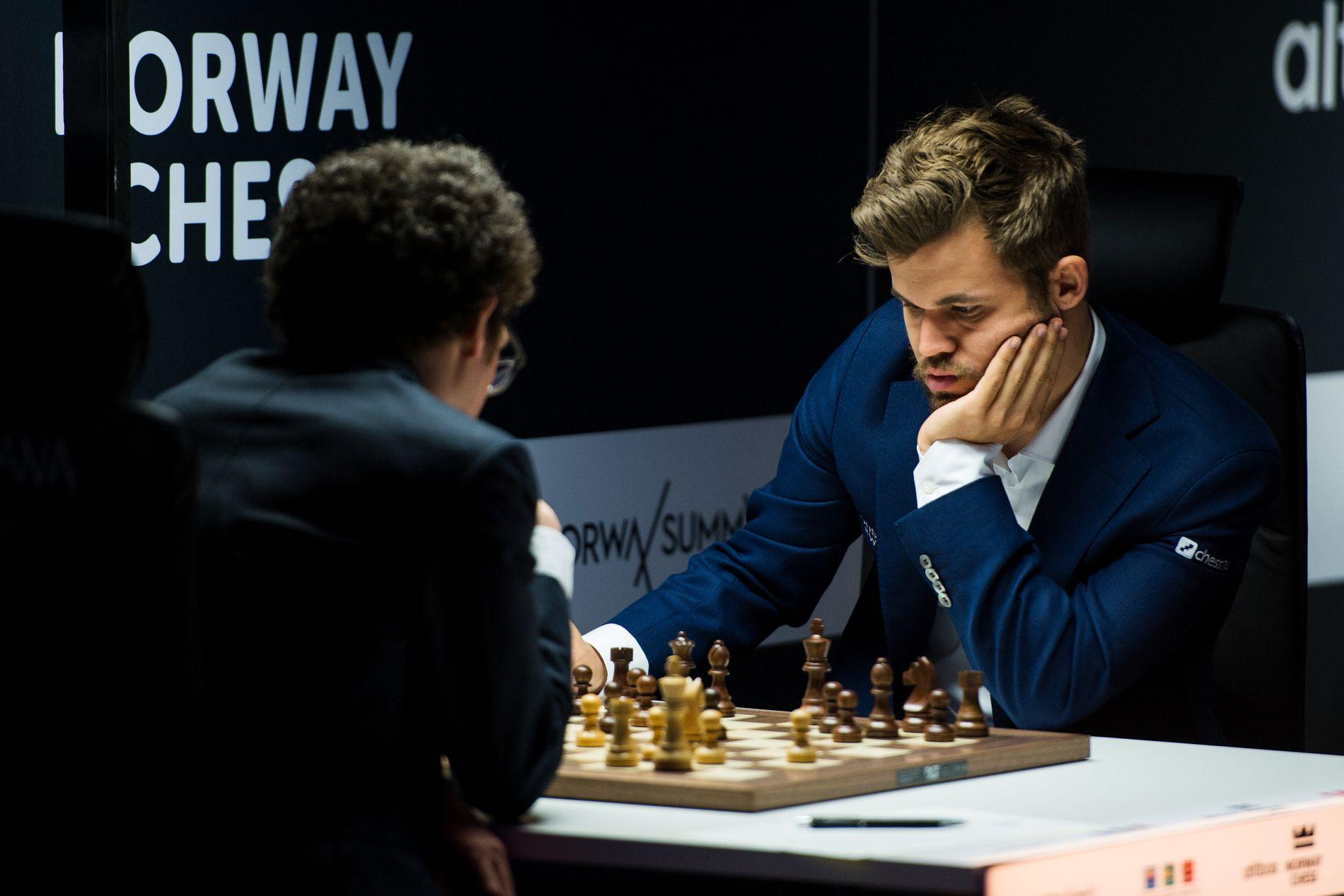 MISTET RANKINGTOPP: Magnus Carlsen i kamp mot Fabiano Caruana i Stavanger i juni.