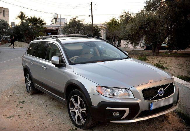 BILEN: Dette er bilen, en nyere Volvo, som de tre nordmennene angivelig skulle hente på Kypros.