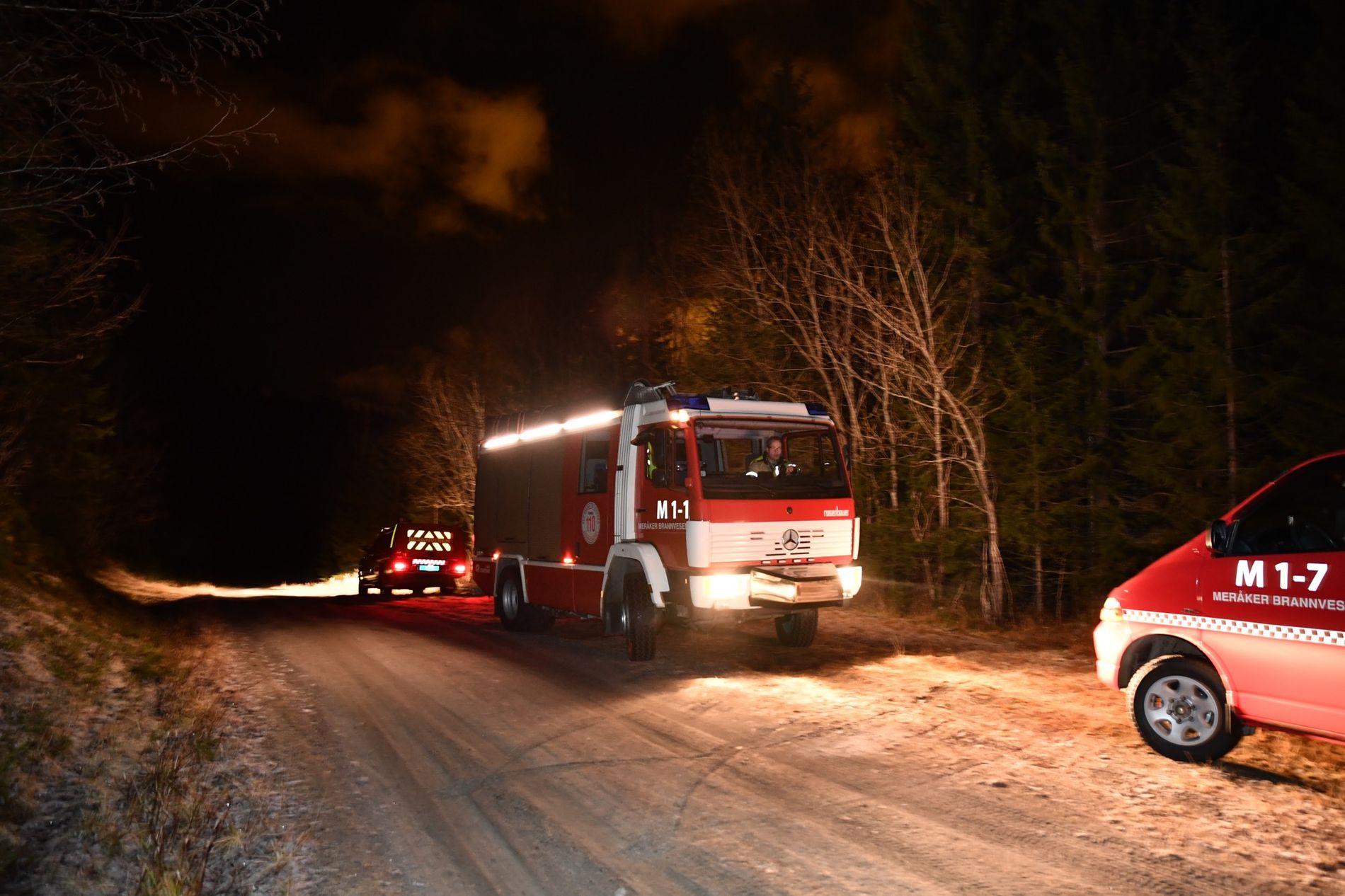 ARBEIDER PÅ STEDET: Brann- og redning er også til stede i området hvor småflyet skal ha styrtet onsdag.