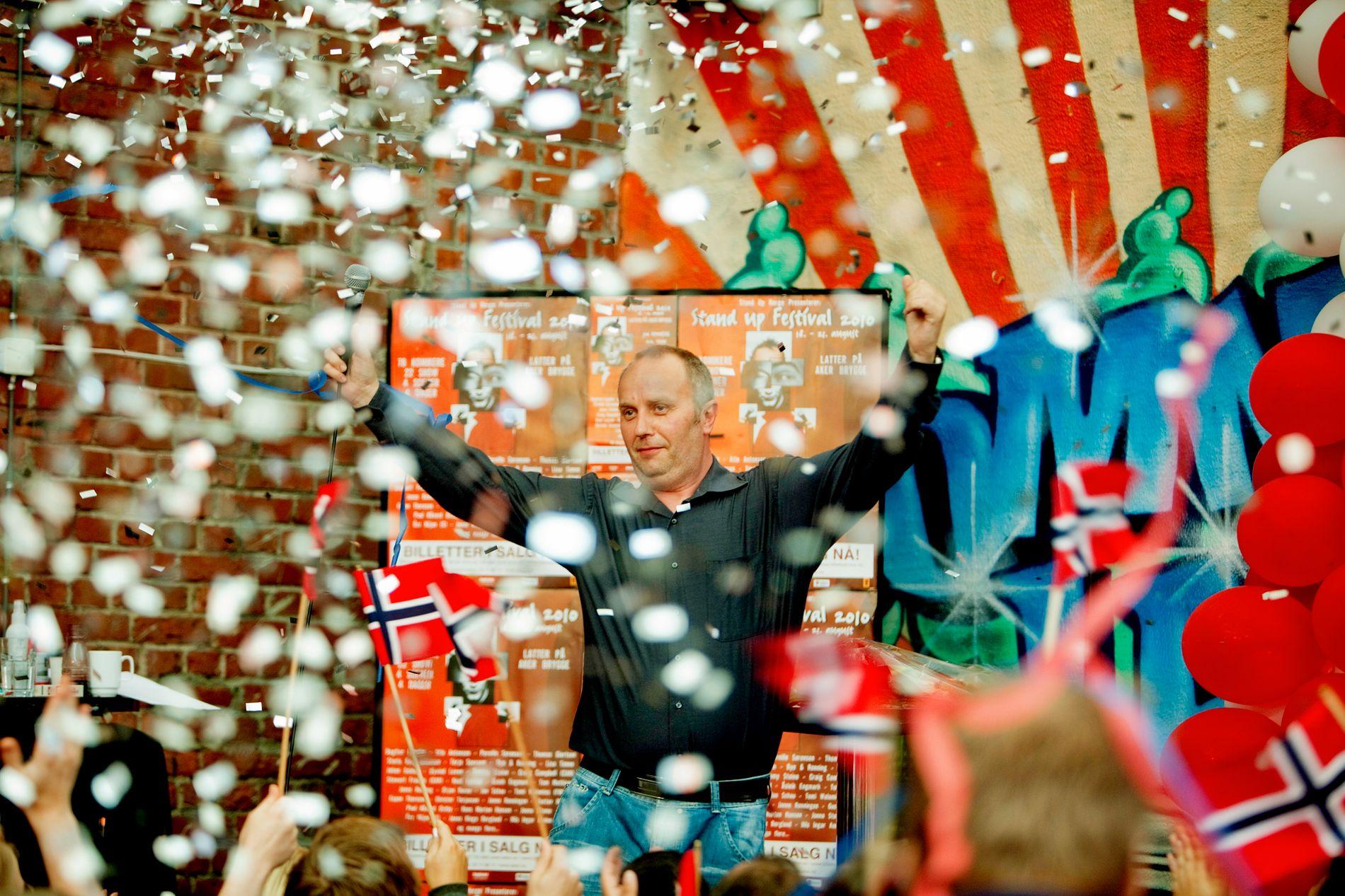 VERDENSREKORD:  I 2010 satte Hans Morten Hansen verdensrekord i stand-up komedie etter å ha holdt et show gående i 38 timer og 14 minutter.