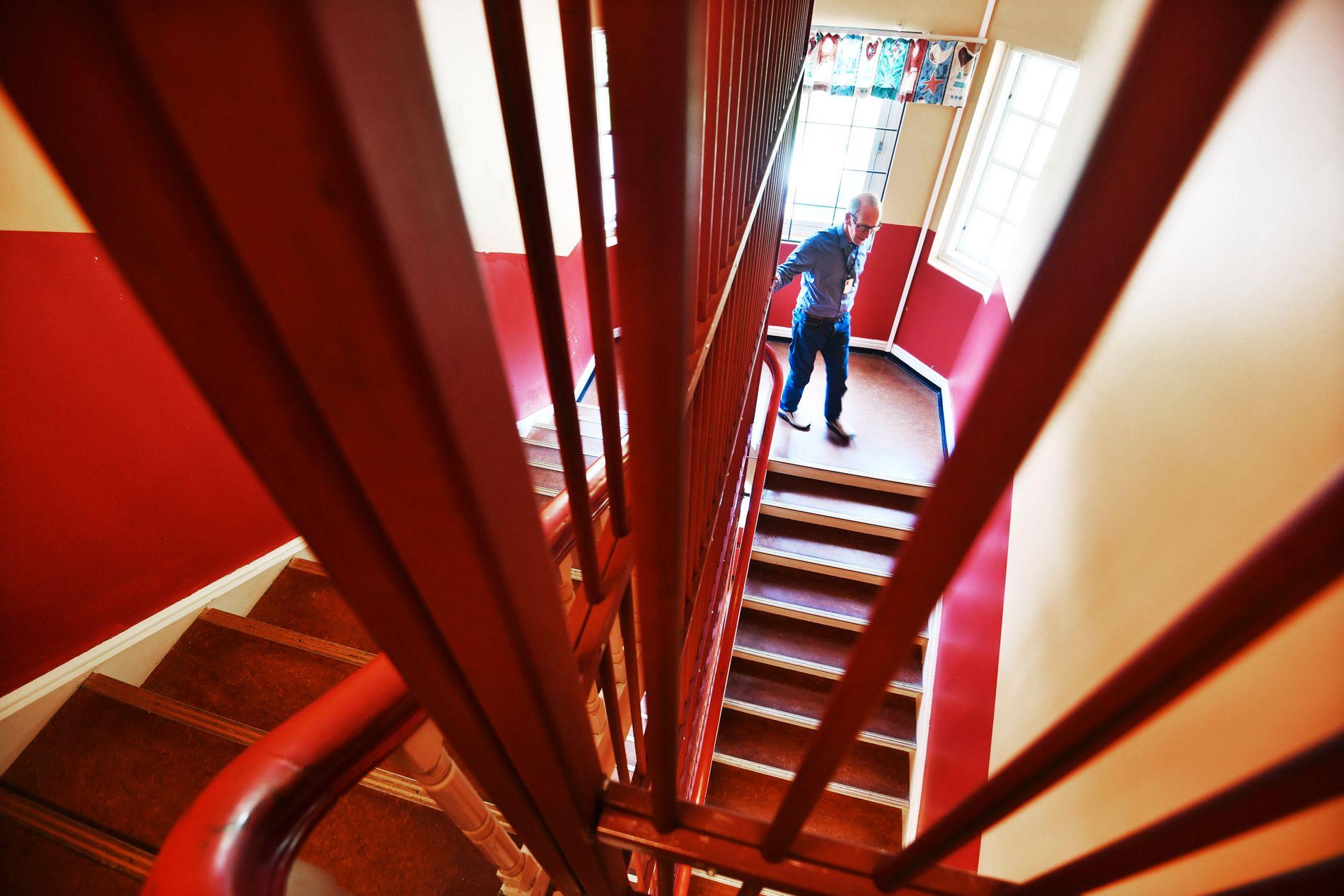 FARLIG:  Å frakte syke og voldelige pasienter ned trappene er sett på som så risikofylt at noen av pasientene ved RSA Dikemark ikke får komme ut i frisk luft.