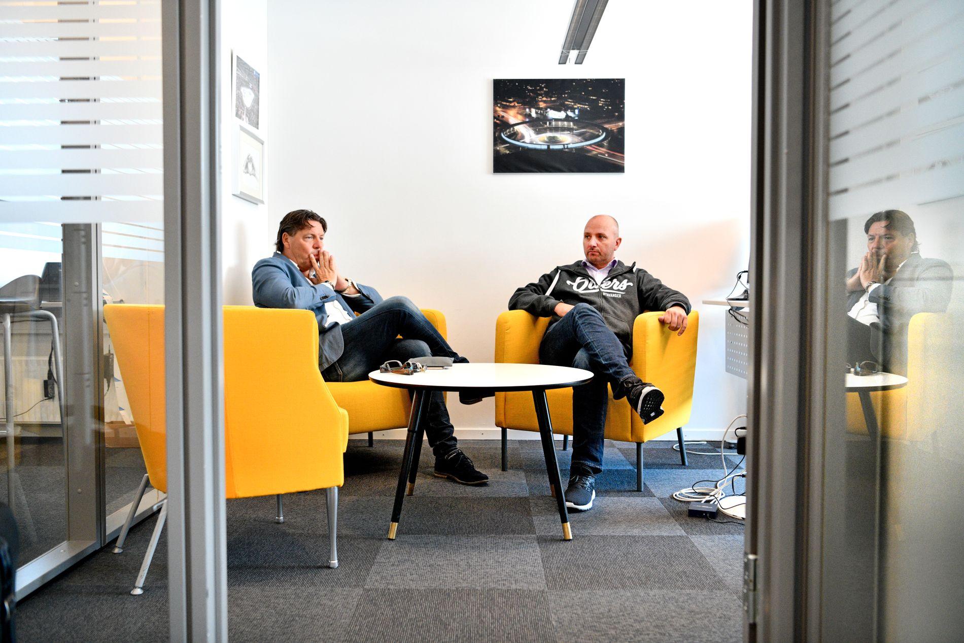 OILERS-SJEFER: Christiansen og Kjetil Bøe på kontoret til sistnevnte i DNB Arena.