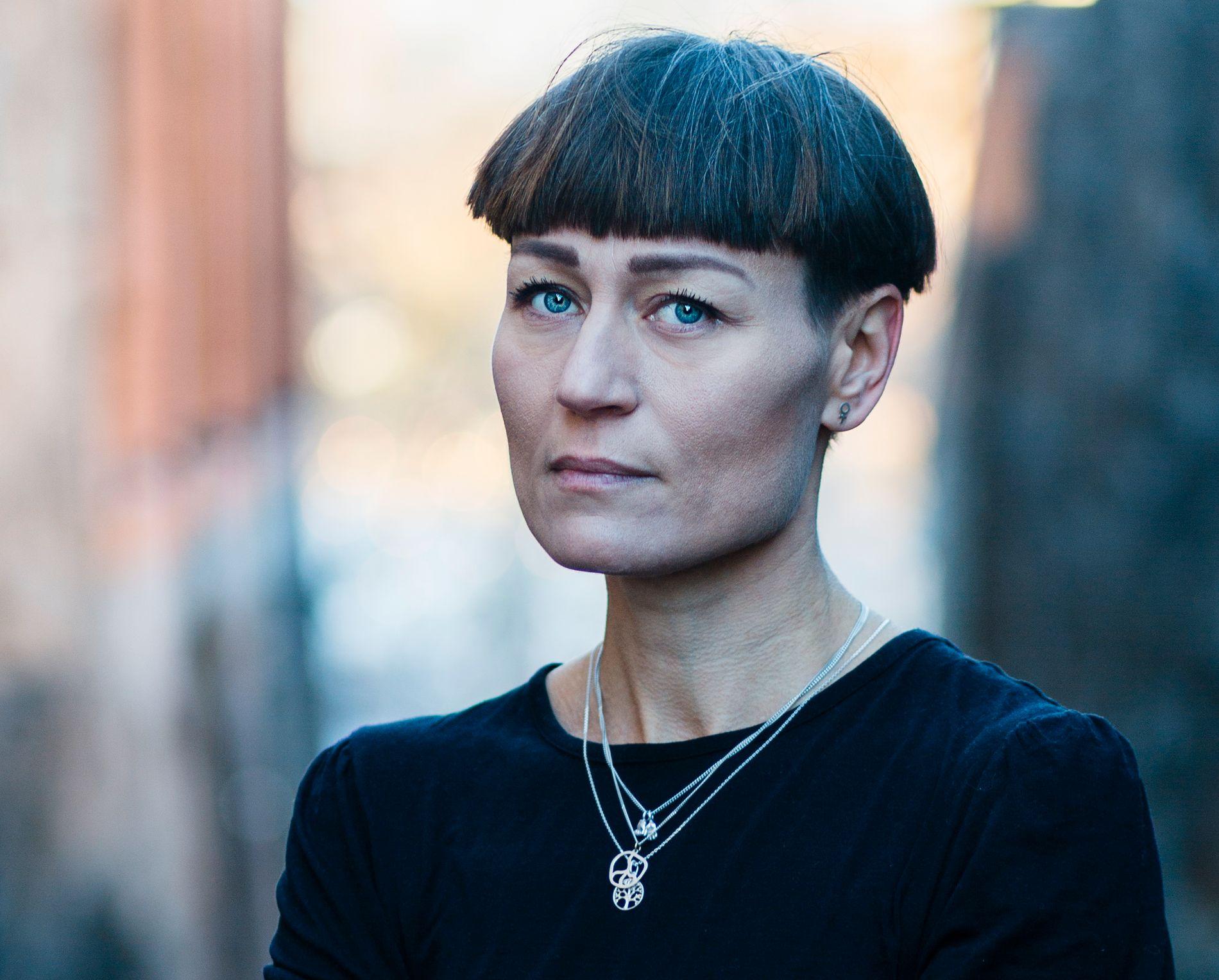SELVPLAGING: Carolina Setterwall skrev roman etter at samboeren døde brått – og viser en side av sorg som er preget av selvplaging og skyldfølelse.