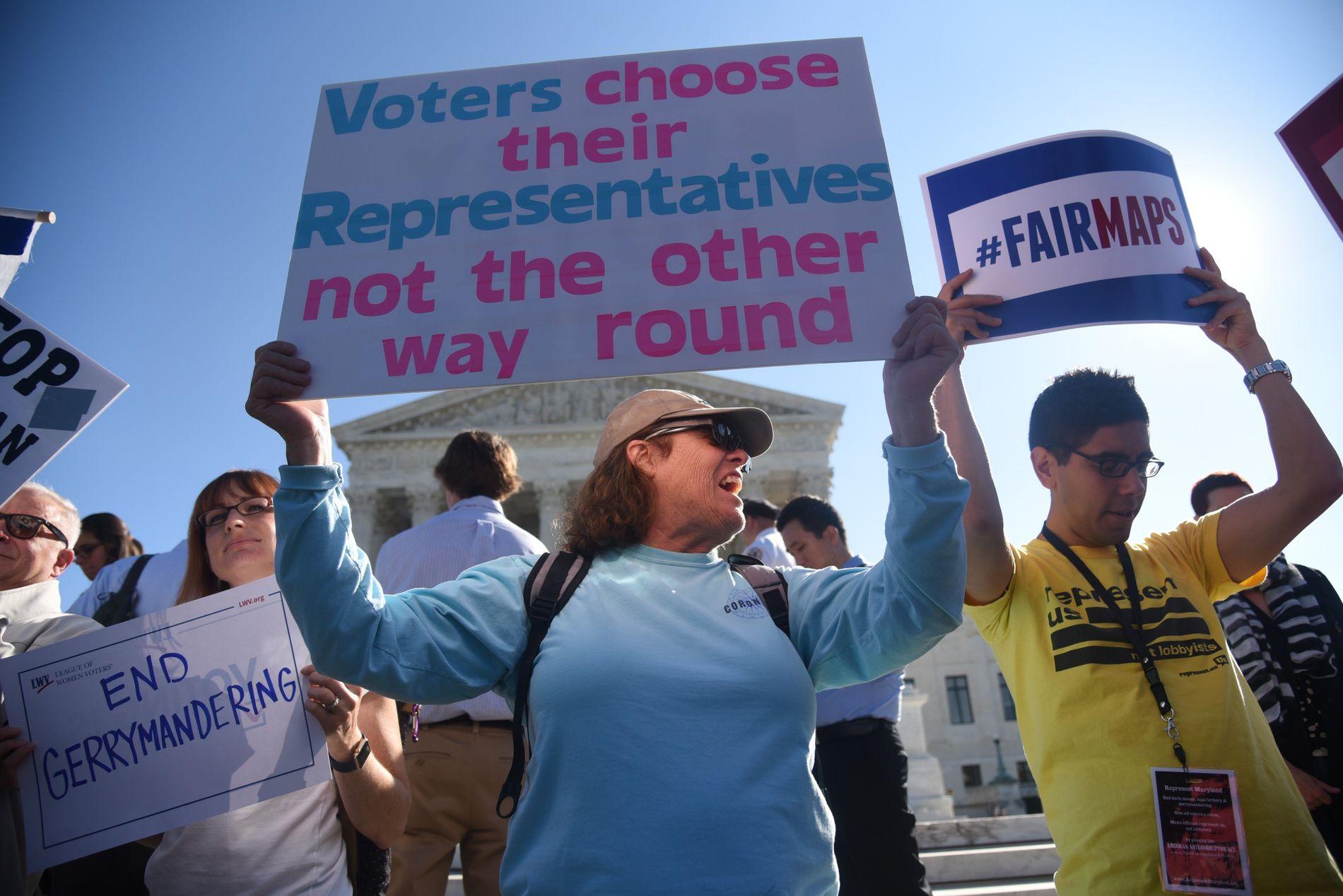 DEMONSTRANTER: Stadig flere amerikanere ser seg lei på at politikerne velger sine velgere og ikke motsatt.