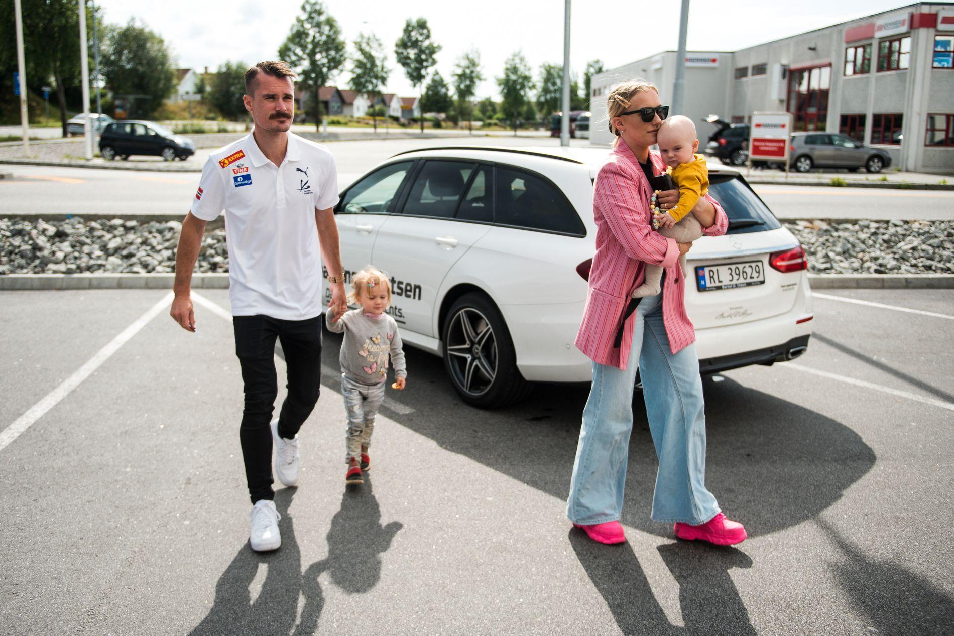 FORELØPIG STOPP: Henrik Ingebrigtsens mangeårige kjæreste og ektefelle Liva Børkja Ingebrigtsen vil ikke oppfylle hans ønske om flere barn før han har avsluttet toppidrettskarrieren.