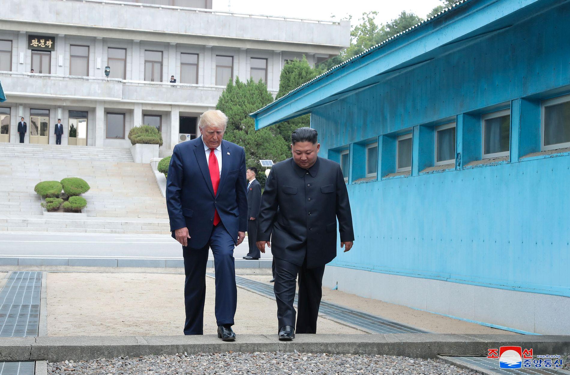 HISTORISK: Søndag tok Donald Trump steget over til Nord-Korea.