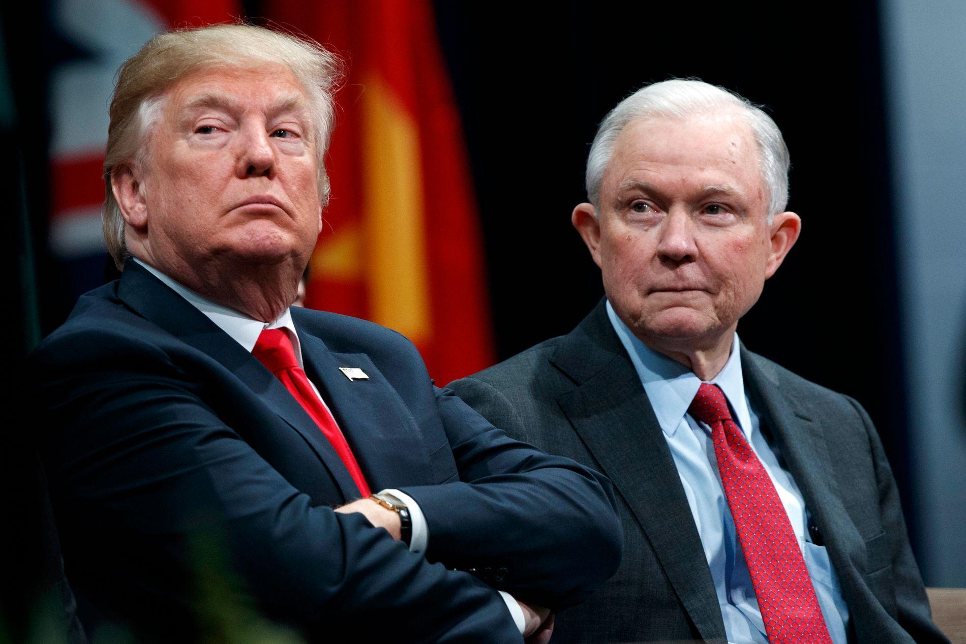 BLE BEDT OM Å GÅ: USAs president Donald Trump skal ha bedt Sessions om å gå fra stillingen som landets justisminister, melder amerikanske medier.