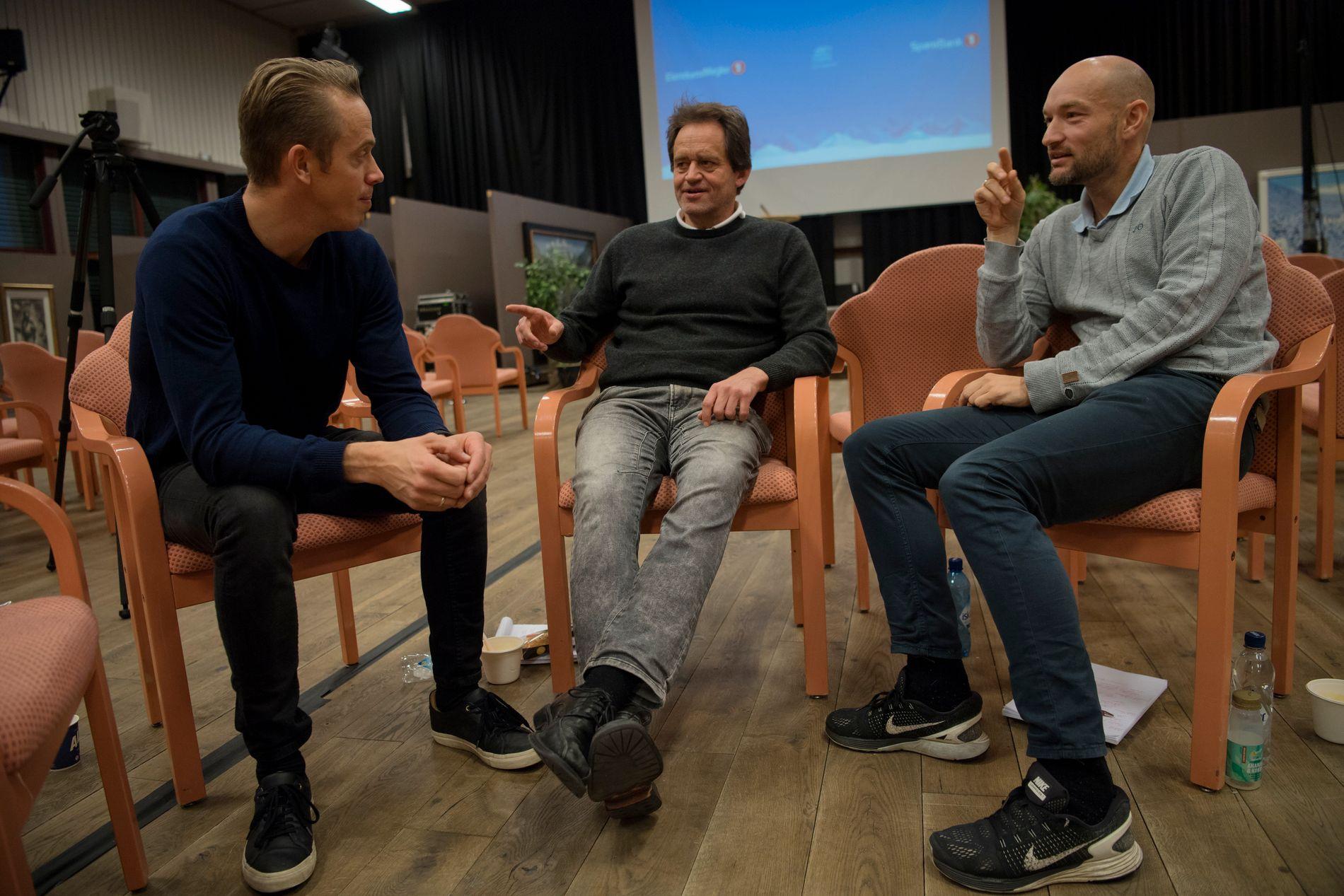 ENGASJERTE: Fredrik Aukland (venstre), Torgeir Bjørn (midten) og Jann Post (høyre) kunne by på den ene kvalifiserte ekspertanalysen etter den andre under presstreffet på Beitostølen onsdag.