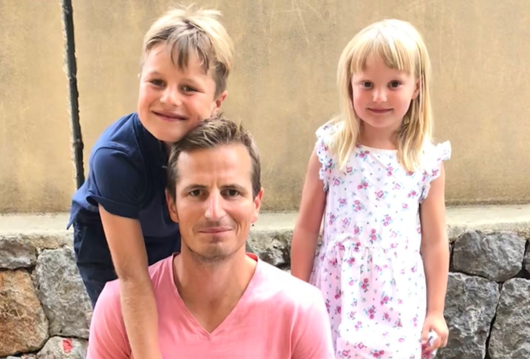 PAPPA: - Vi ønsker også å være gode fedre og samtidig verdifulle arbeidsressurser. Vi ønsker også en pappavennlig hverdag, skriver Morten Ramberg, her sammen med barna Jens og Dorthe.