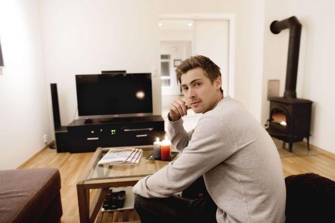 KVITTER SEG MED LEILIGHETEN SIN: Nicolay Solberg hadde visning på leiligheten i Trosvikgata i Fredrikstad i går kveld.