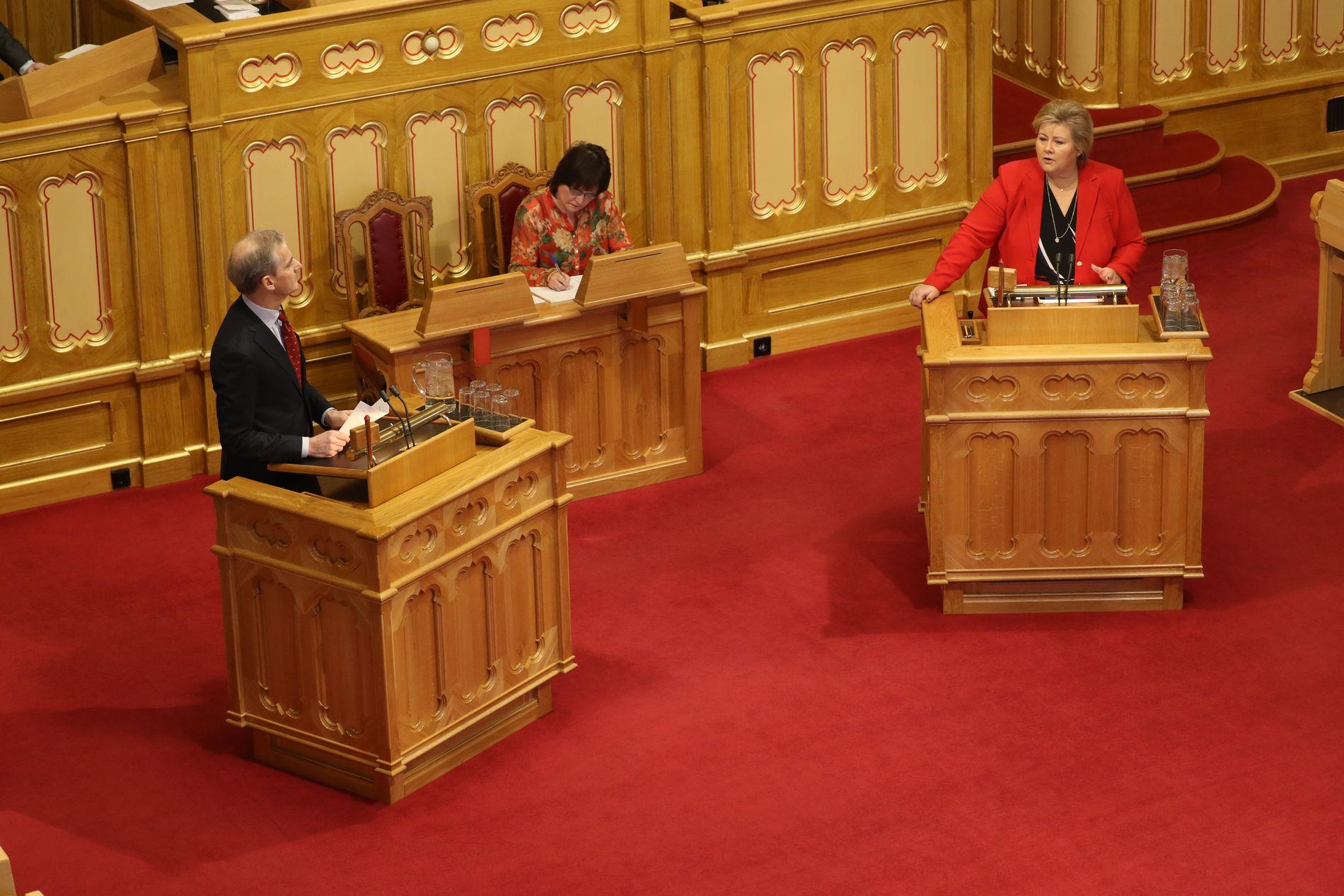 MÅTTE SVARE: Statsminister Erna Solberg (H) måtte svare på flere spørsmål fra opposisjonen om abort i Stortinget i dag.
