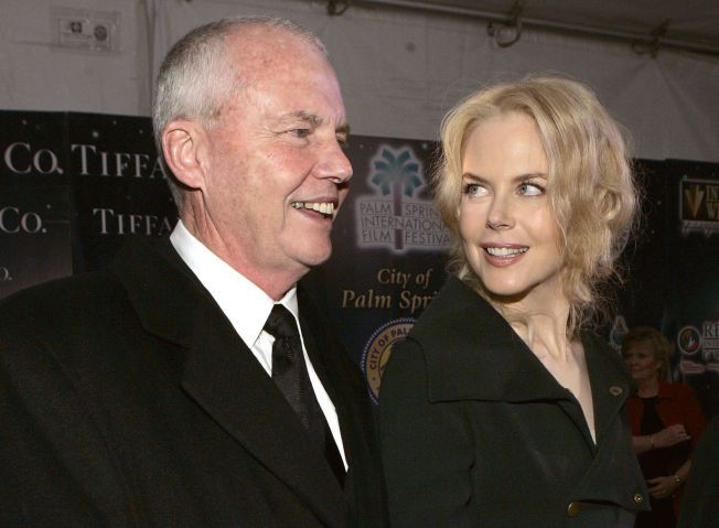 SAVNER PAPPAEN SIN:  Faren til Nicole Kidman, Anthony Kidman døde som følge av et fall på hans hotellrom i Singapore.